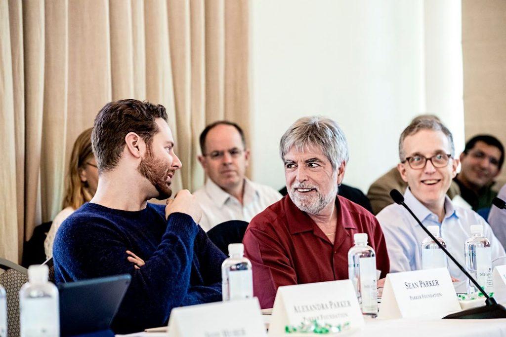 Parker (слева); Jeff Bluestone (в центре), CEO of PICI; и Wolchok. Паркер стал известен  своим глубоким погружением в борьбу с раком. Фотограф Winni Wintermeyer для Fortune Magazine